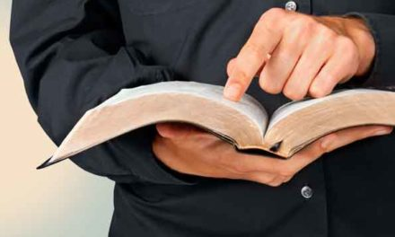 Dieu, ni silencieux, ni lointain